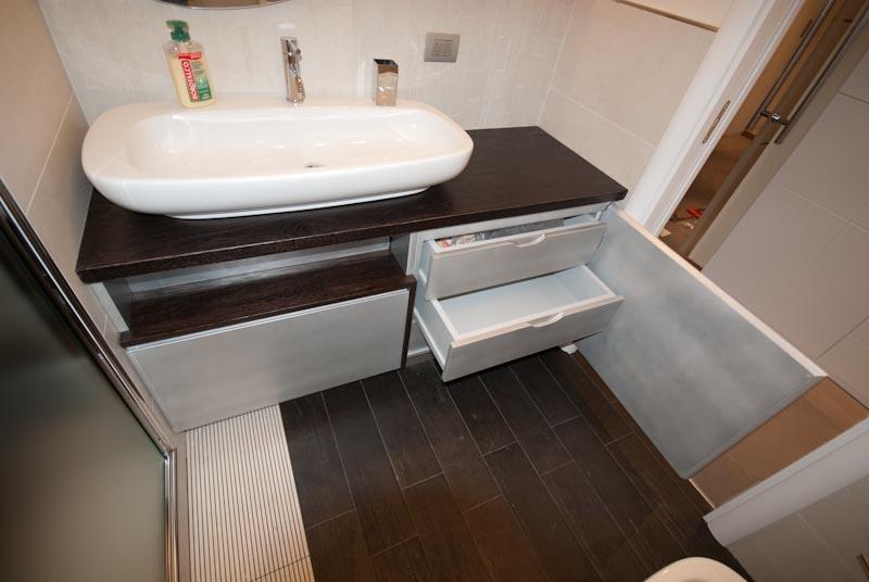 33 mobile bagno laccato con vernice metallizata specchio ovale piano e